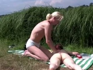 Horny Dude Rubs Sunscreen All Over His Girlfriend's Naked Body